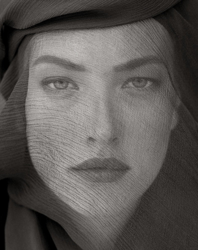 Tatjana Veiled Head (Tight View), Joshua Tree 1988 © Herb Ritts Foundation